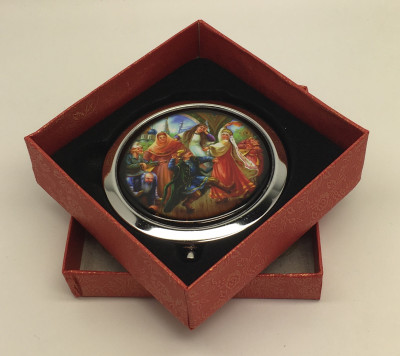 Compact Mirror with Dancing Boyars