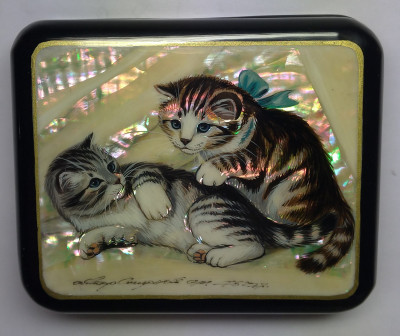 100x85mm Cats hand painted lacquered jewelery box (by Tatiana Shkatulka Crafts)