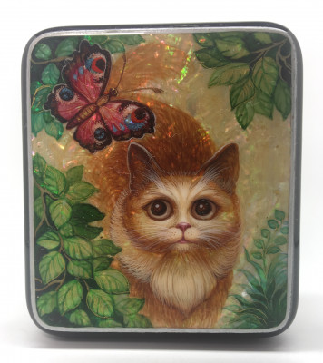 72x88 mm Red Cat and Batterfly hand painted papier-mache and pearl lacquered box from Kholuy (by Sadko Workshop)