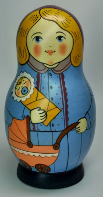 125 mm Mistress with Baby hand painted Traditional Russian Wooden Matryoshka doll 5 pcs (by Igor Malyutin)