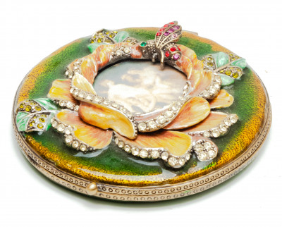 70 mm Lily with a Picture Green Compact Mirror