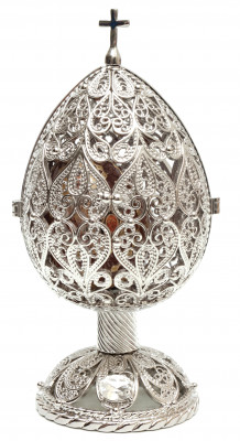 120 mm Delicate Silver with an wooden Egg Easter Egg