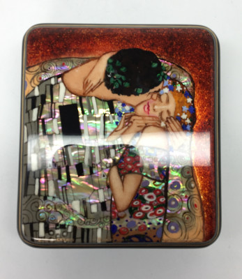 80 x 90 mm The Kiss hand painted lacquered box from Fedoscino (by Mihail Studio)
