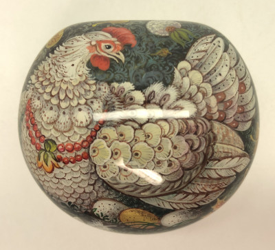 55x45 Chicken Ryaba hand painted by Ryabova on jewelry papier-mache box in Kholuy (by Pavel Studio)