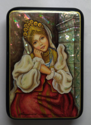 90x130mm Maident hand painted lacquered jewelery box (by Tatiana Shkatulka Crafts)