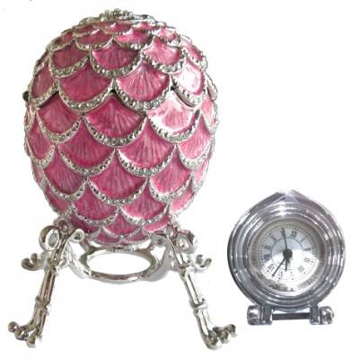 92 mm Pink Pine Cone with Clock inside Easter Egg