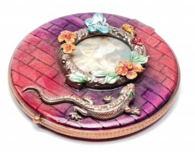 70 mm Lizzard with a Picture Red Compact Mirror