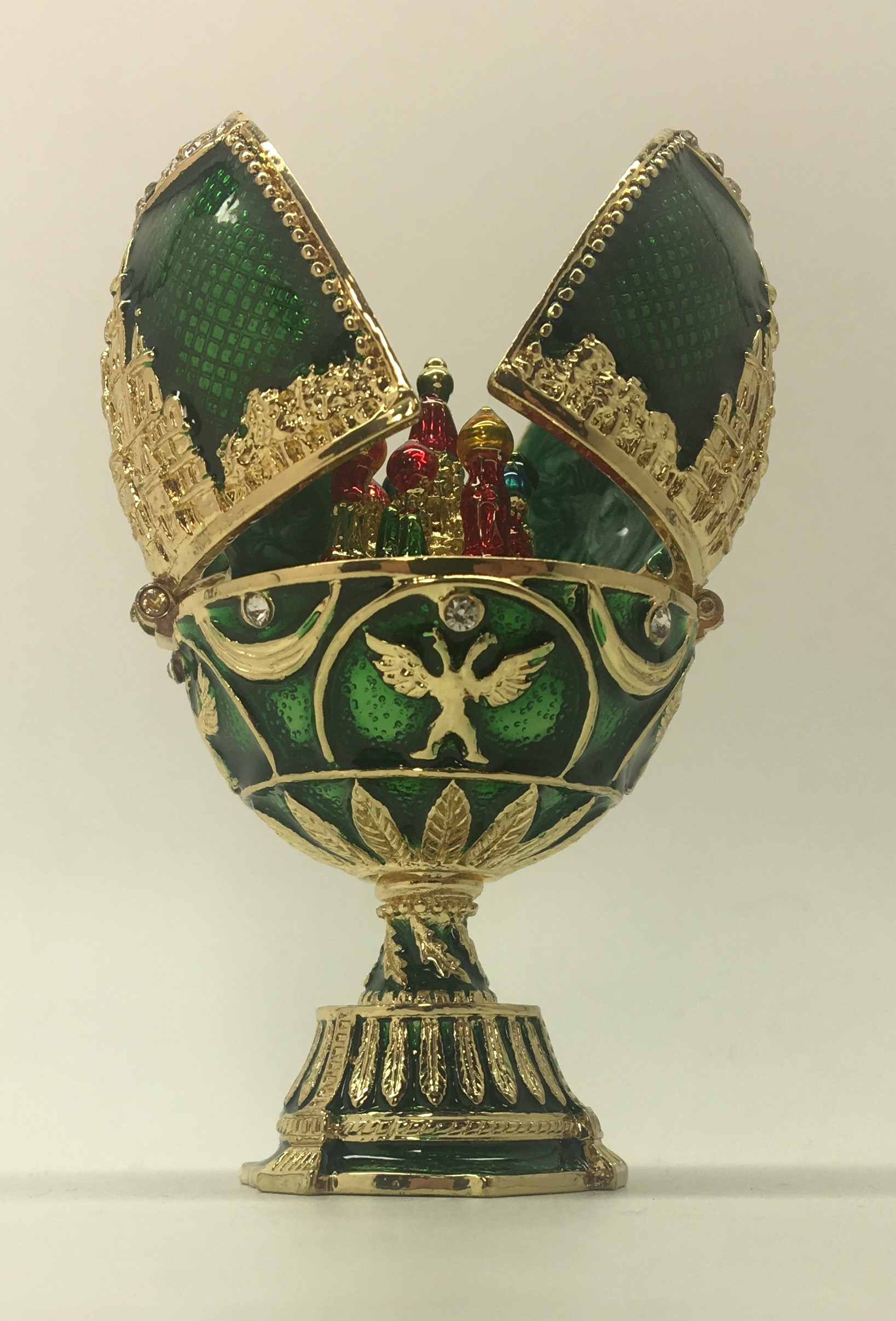 Moscow SHM Jewelery Egg with Snt Basil inside green color