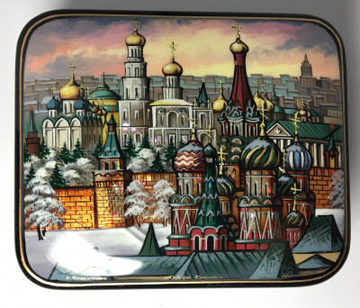 110 x 90 mm Snt Basil Cathedral and Moscow Kremlin hand painted on pearl shell lacquered box from Fedoscino (by Mihail Studio)