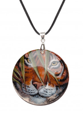 d50 mm Tiger hand painted Nacre Pendant (by Tatiana Shkatulka Crafts)