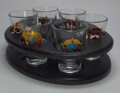 Mini-Bar Oval Set With Metal Badges