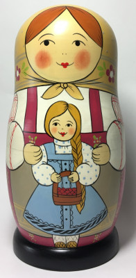 230 mm Mother with Daughter hand painted Traditional Russian Wooden Matryoshka doll 7 pcs (by Igor Malyutin)