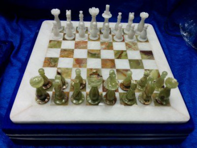 400x400 mm Green & White Onyx Chess Pieces on Onyx Chess board (by Onyx Crfats)
