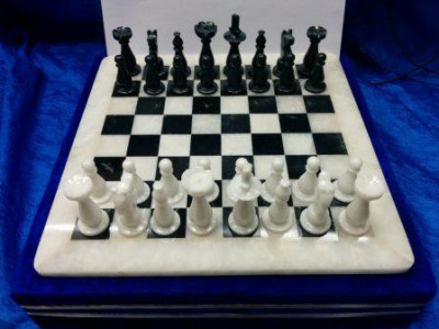 300x300 mm Black & White Onyx Chess Pieces on Onyx Chess board (by Onyx Crfats)