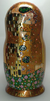 220 mm The Kiss by Klimt hand painted on wooden Matryoshka doll 7 pcs (By A Studio)