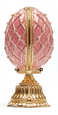 90 mm The Saint Basil Cathedral Pink Easter Egg with a Figure inside