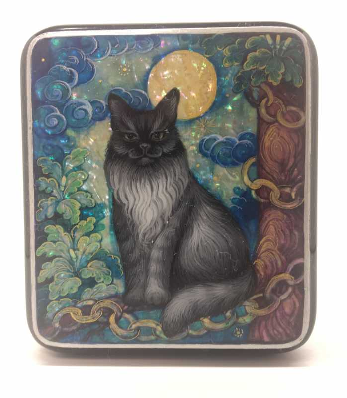 72x88 mm Wise Cat hand painted papier-mache and pearl lacquered box from Kholuy (by Sadko Workshop)