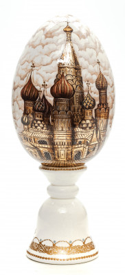 200 mm Snt Basil Cathedral Moscow hand painted on white and gold colored wooden Egg with standby (by Tatiana Crafts)