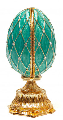 115 mm The Saint Basil Cathedral Light Blue Easter Egg with the Figure inside