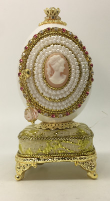 110 mm Cameo with Pearls and Pendants Goose Shell Easter Egg
